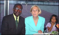 Albert KONAN-KOFFI en compagnie de Madame PEGGY KERRY (qui soutient notre action), soeur du candidat à la présidence des Etats-Unis, JOHN KERRY.