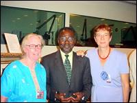 Albert Konan-Koffi avec Madame Anna LAKHDHIR, Présidente du Comité.   Albert Konan-Koffi avec Monsieur Goodluck DJIIGBO